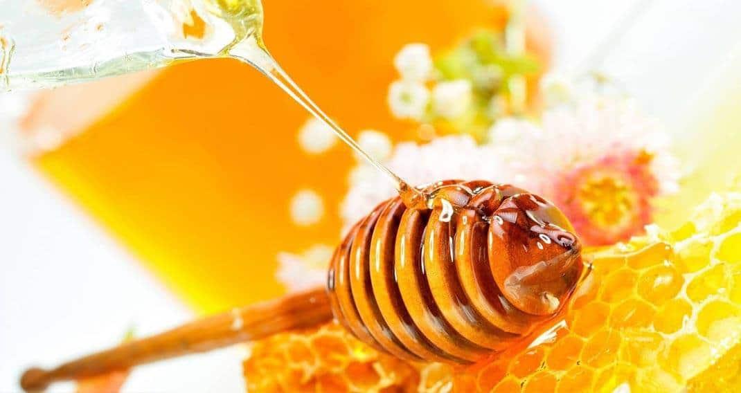 تجربتي مع العسل على الريق للبشرة