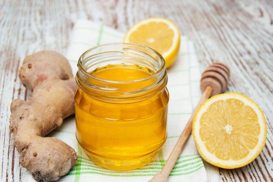 طريقة وضع العسل والزنجبيل على السرة