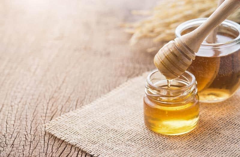 كم سعرة حرارية في ملعقة عسل