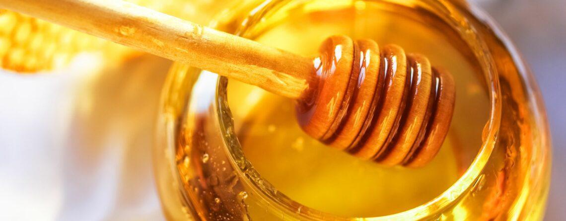 متى يعطى العسل للأطفال
