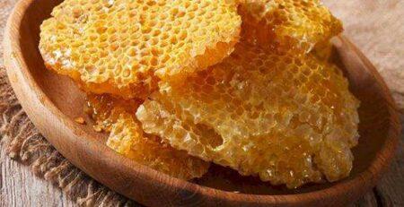 فوائد مضغ شمع العسل