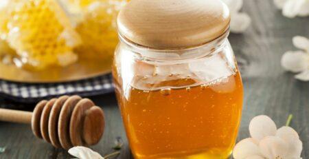 العسل للاطفال بعد السنه